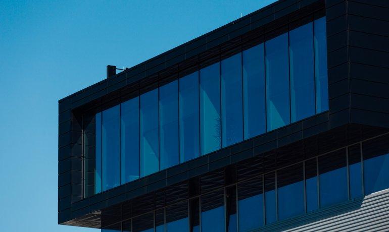 kaseton-balex-metal-biurowiec-pomieszczenia-biurowe-2