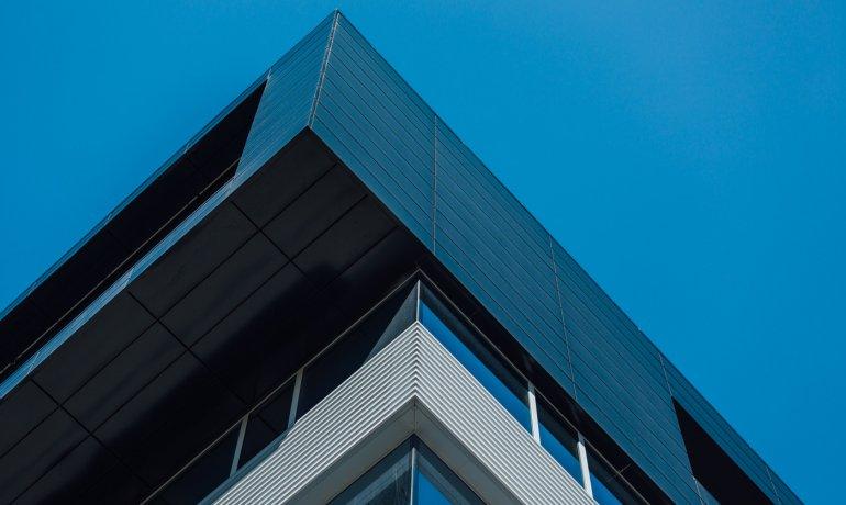 kaseton-balex-metal-biurowiec-pomieszczenia-biurowe-3