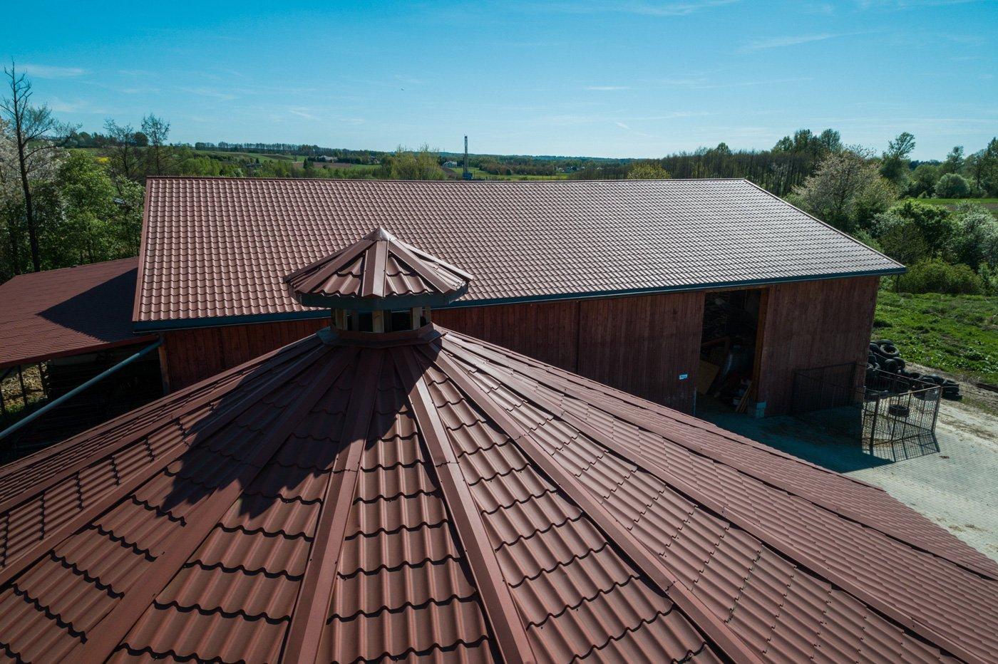 Cudowna Horse farm: ZET modular building with Spektrum sheet steel roofing YA07