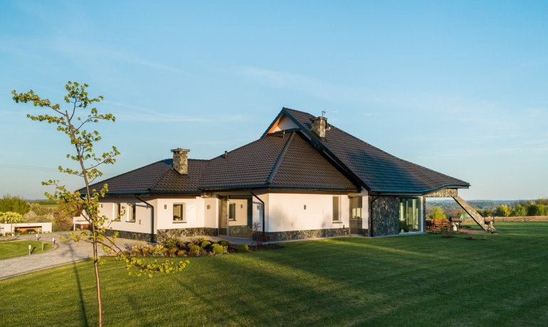 dom-jednorodzinny-dachowka-stalowa-blachodachowka-panorama-balex-1